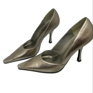 Pre-loved pewter colored heels 4 inches